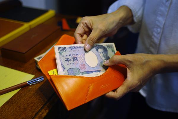 お支払いの時の封筒型長財布