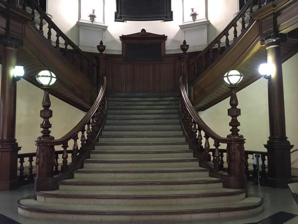 中之島図書館 階段
