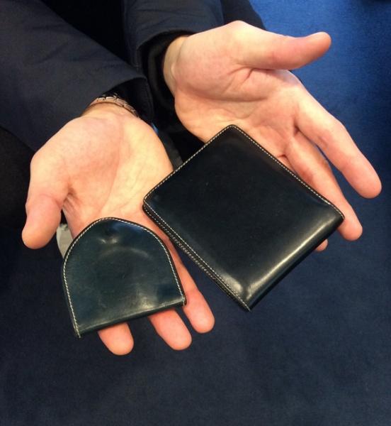 ブルーの財布