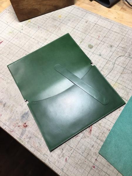 革のブックカバー