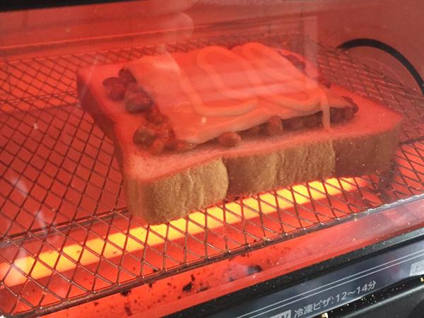 食パンをオーブンで焼く
