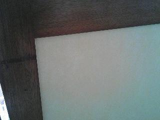 ウッドの色味が綺麗に、傷も修復