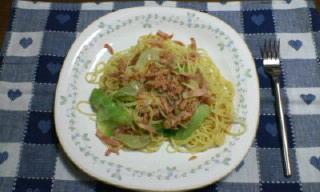 ツナ、トマトとレタスのスパゲティ