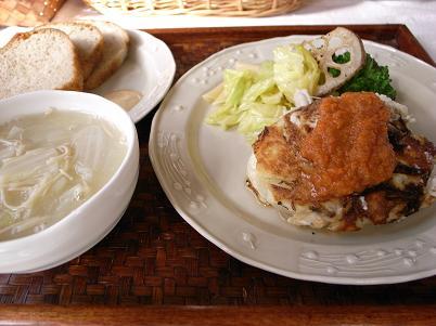 豆腐オムレツとパンのプレート