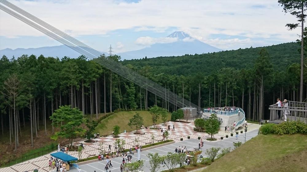 静岡県−三嶋スカイウォーク?富士山が背景_R.jpg