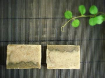 2011/01/22作「よもぎと豆乳の石けん」