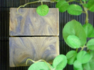 2011/02/05作「緑茶と豆乳の石けん」