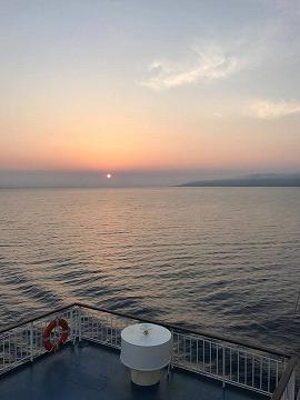 夕日と佐渡島の島影