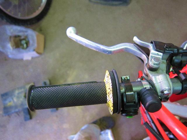 レバー 調整 クラッチ 操作感向上と手首の疲労軽減に効果あり! バイクのレバー高(角度)調整方法