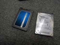 HDDとSSDを並べて見た
