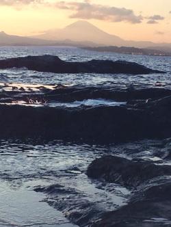 江ノ島稚児ヶ淵の海