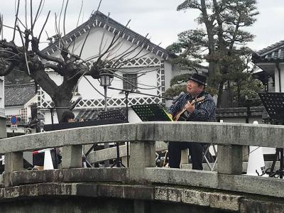 倉敷美観地区中橋で歌う