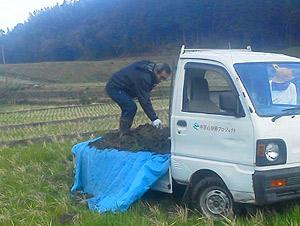 泥運ぶ田トラ603.jpg