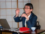 講演される管崎先生