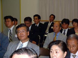 第一副会長 L芦塚義光(手前左)