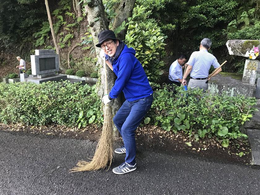 忠霊塔清掃