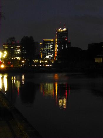 夜のお堀.jpg