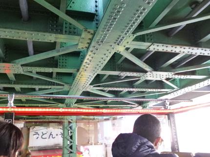 橋桁ギリギリ.jpg