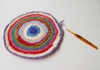 丸編みラグ