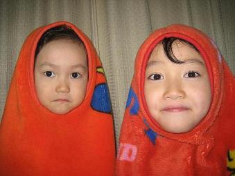娘たち(右:おねえちゃん/左:いもうと)