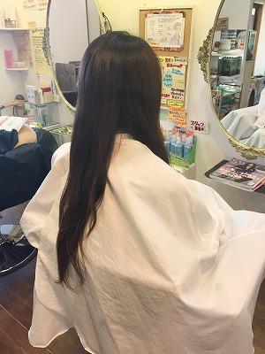 女性 ロングヘア 切る
