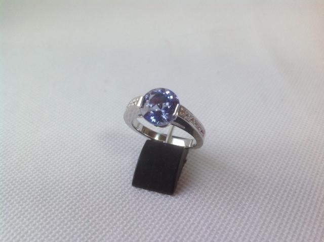 タンザナイトリング お客様は、円形石好き♪… 最大限石の形を活かしたシンプルなデザインで仕上げました!