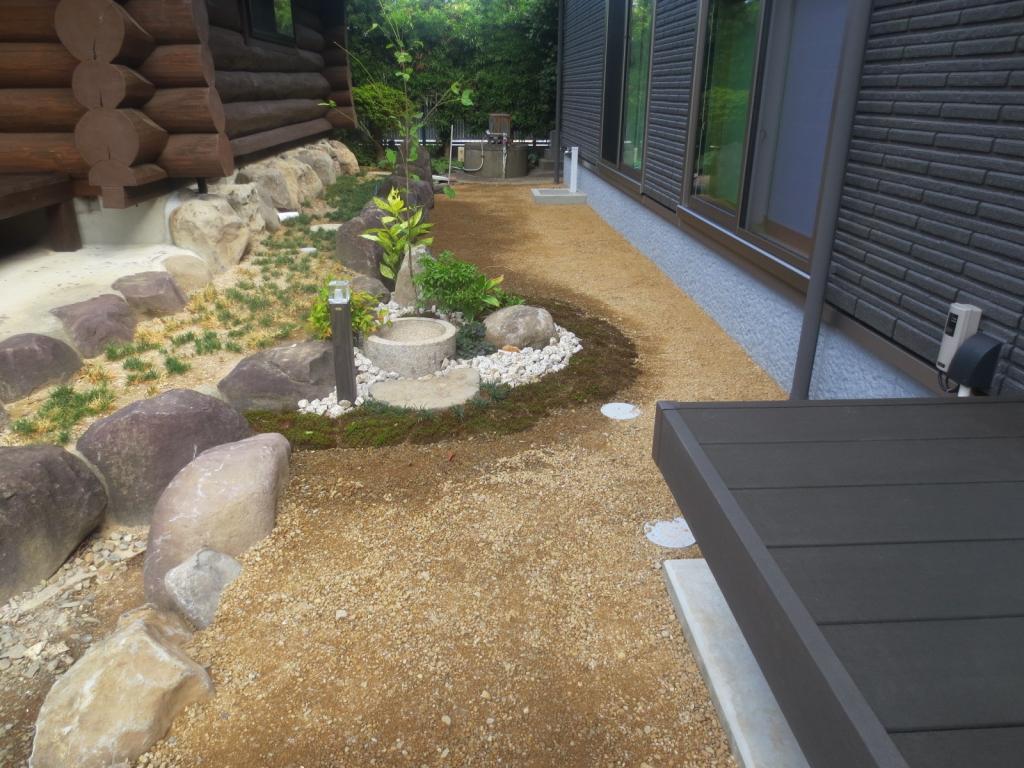 基礎に使うぐり石を庭にデザイン