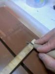 刃物研ぎ:治具付きで研ぐの図