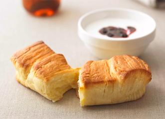 朝食は一日の活力の源ですが、忙しくて食べないなんてことも……。時間のない朝でも短時間で手軽にすませられる朝食で、まずは食べることからはじめましょう。忙しい朝にぴったりな、おいしさが長持ちするパンや、携帯もできるバーなど、それぞれの朝に合わせた朝食をご用意しました。一日のはじまりは、まずおいしい朝食から。素材のよさが自慢です。