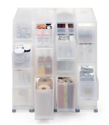 まとめ買いしたペットボトルや缶詰、レトルト食品、調味料など、キッチンスペースの収納にもPPストッカーは役立ちます。