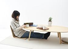 座いすや座布団を使用した場合や、食事をする時のことなども考慮して、ちょうど良い高さ(35cm)に仕上げました。