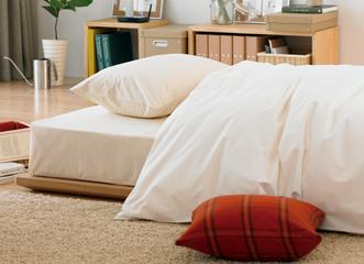 脚を外して低くしたり、収納バスケットやヘッドボードをプラスして、自分だけの快適なベッドをつくることができます。