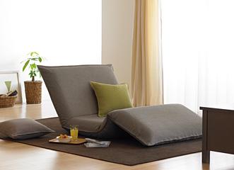 ソファ、カウチ、ふとん3つの使い方があります。ロータイプなので、広くないお部屋にも置きやすいデザインです。カバーはドライクリーニング可能で、敷きふとんカバーも装着可能ですので、清潔に使えます。