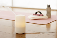 ヨガやストレッチなど、自宅で軽いエクササイズを行うときは、気分と空間をすっきりとクリアにしてくれる香りがおすすめです。