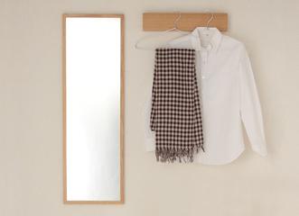 壁に直接取り付けるので場所を取らず、お部屋をより広く使うことができます。縦方向にしても、横方向にしてもお使いいただけます。