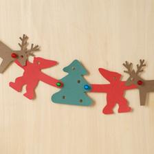 新発売のセットは、「クリスマスセット」「きほんのセット」「きほんのセット 透明色」「おはなしセット」の4つ。それぞれ、型紙とレゴブロック、自由に使える色紙がセットになっています。