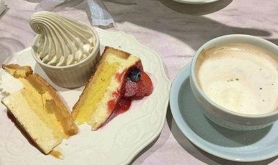 ハーフ&ハーフのケーキ+ソフトクリーム+ドリンクセット