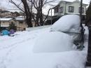雪に埋もれる車と子ども達☆