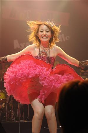 声優・平野綾が歌姫になってパンチラ全国ツアー開幕