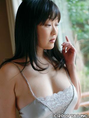 山田誉子さんのインナー姿