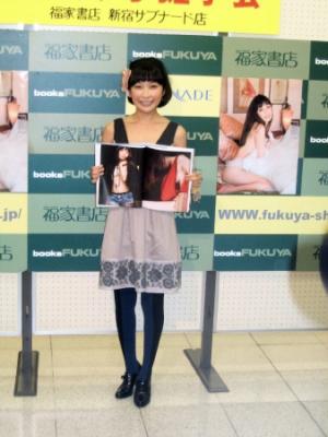小野真弓「ちょっとドキッとする表情も見せてます」新写真集で隠さず見せず…『Veil』発売記念イベント