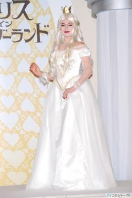 白の女王姿で登場した深田恭子「一歩間違えると妖怪みたい【アリス・イン・ワンダーランド】