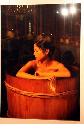 【芸能】真木よう子、「恥ずかしいくらい素」着替えや入浴シーンもNHK大河・龍馬伝写真集「お龍 真木よう子写真集」出版会見