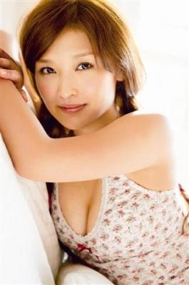 【芸能】石川梨華、「今の石川梨華を感じてほしい」・・・26歳の誕生日を迎える1月19日に写真集「Lucky☆」を発売