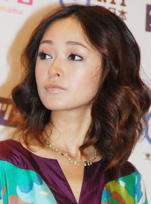 元モーニング娘。の市井紗耶香が、夫でギタリストの吉澤直樹と離婚していた
