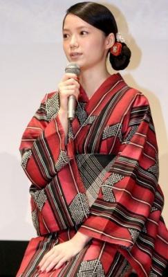 【映画】宮崎あおい、艶やか浴衣姿を披露も左手薬指の指輪なく・・・映画「神様のカルテ」試写会イベント