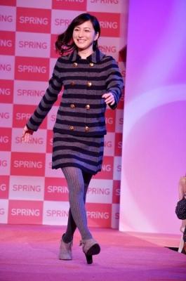 【芸能】広末涼子、ハッピーオーラ全開の笑顔でランウェイをウォーキング・・・「SPRiNGコレクション 2011 AW」