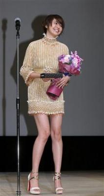 【芸能】長澤まさみ、長い美脚が露わになったマイクロミニワンピース姿を披露…「第54回ブルーリボン賞」授賞式