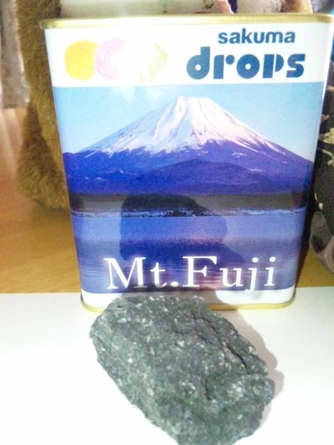 富士山頂の石