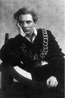 Sir John Gielgud 1934年にハムレットを演じる。Sir John (London: Robson Books, 1994)は、彼に捧げられた文集で、深い人柄が偲ばれる。シェイクスピア劇を得意とし、1996年のハムレット -Hamlet には『劇中劇』の王役で登場する。1953年にナイトの称号を授与。2000年5月に亡くなっているが、1999年まで現役を貫いている。僕の尊敬する人物の一人。ローレンス・オリビエは彼の門下である。